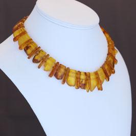 Halskette aus 925-Sterlingsilber und baltischen Bernsteinen