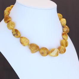Halskette aus baltischen Bernsteinen