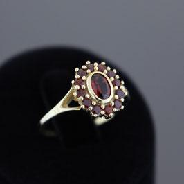 Ring aus 333-Gelbgold und böhmischem Granat