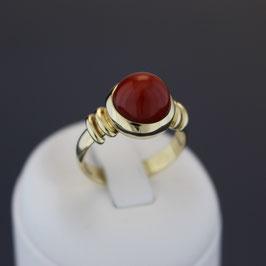 Ring aus 585-Gelbgold und Astkoralle