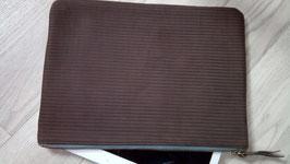 ETUI POUR TABLETTE en cuir aspect gaufré touché peau de pêche