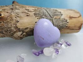 Schutzsteine mit Lavendel-Herzseife