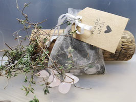Herzchakra - Thymian Kräutersäckchen mit Rosenquarz