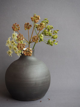 Schwarze Vase, bauchig