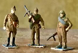 Soldats roumains en tenue d'été (x3) (R72422)