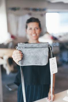 Dubbel crossbody bag - suede grey