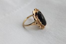 Antieke ring met granaat