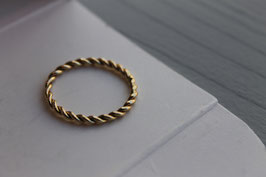 Gouden gedraaide ring