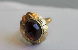 Gouden ring met granaat