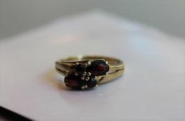 Gouden ring met vier granaten
