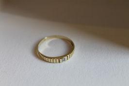 Gouden ring met klein achtkant diamantje