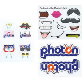 Benutze die Sticker, um den Photon Roboter nach deinem Wunsch zu gestalten.