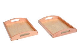 Zwei kleine Holztabletts