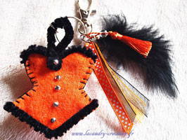 Porte clefs femmes, gris gris de sac  Sorcières d'Halloween Corset bustier feutrine noire et orange