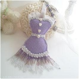 Bijou de sac corset précieux Ma robe Charleston en feutrine mauve, plume blanche, dentelle perles de rocaille