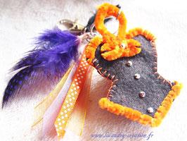 Porte clefs femmes Sorcières d'Halloween Corset bustier feutrine noire et orange