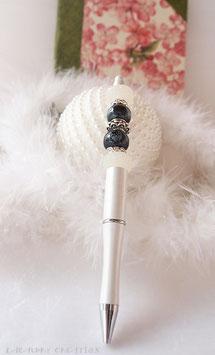 Stylo bijou blanc nacré l'effet papillon, stylo bille rechargeable et perles porcelaine noires et blanc nacré , Cadeau Mariage , féminin, romantique