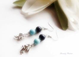 Boucle d'oreilles pour femme ou jeune fille , Dragon féerique en métal argenté et perle nacre bleu et perle noire
