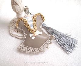 Bijou de sac similicuir gris et galon or   , bustier guêpière gothique , dentelle grise et laçage beige, fait main
