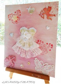 Tableau romantique décoratif La mariée en  Corset de dentelle beige et Cupidon, décoration chambre, mariage