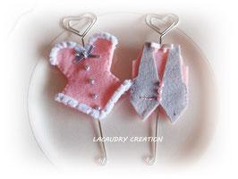 2 Marque places porte nom pour mariage CORSET ET GILET en rose et gris (sur commande)