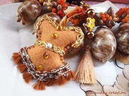 Bijou de sac, corset, bustier, feutrine caramel  et galon pompon marron , fait main, esprit Bollywood