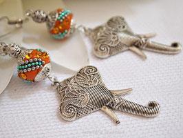 Boucles d'oreilles style baroque Eléphants du Kashmiri, perles kahmiri brun orangé et strass , éléphants métal argenté.