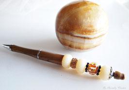 Stylo bille, perlé, marron faux bois avec perle beige et marron , pour homme ou femme, cadeau saint-valentin, anniversaire , stylo bijou, cadeau pour lui