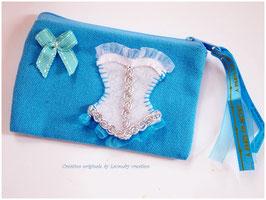 Porte monnaie CORSET LADY en coton bleu turquoise et corset brodé en feutrine blanche et dentelle
