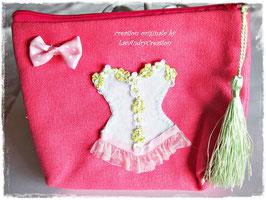 Trousse  shabby romantique en coton rose   CORSET en feutrine blanche et dentelle verte