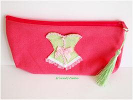 Trousse à maquillage ou de toilette, romantique, CORSET, en coton rose et corset vert anis, pompon vert assorti, doublure coton vichy rose