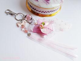 Bijou de sac corset rose pastel romantique Valentine, porte clé corset feutrine rose et plume