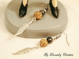 Boucles d'oreilles femme FEUILLE métal, perle hématite, et strass topaze , chic pour les fêtes