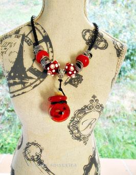 Collier d'aromathérapie, diffuseur d'huiles essentielles,  collier mi long noir et perles  Rouge et argent, fiole rouge et or, perles de verre rouges