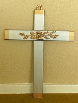 Wandkreuz Kommunionkreuz Kelch aus Holz optisch in Silber-Bronze