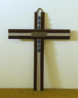 Holzkreuz Wandkreuz mit Steinen und christlichem Vers