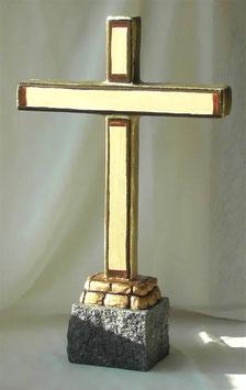Traditionelles Standkreuz aus Holz im antiken Stil