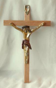 Ausdruckstarkes Kruzifix aus Holz im antiken Stil