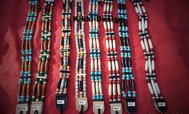 Choker oder Hutband in verschiedenen Mustern im indianischem Stil