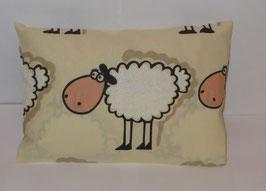 """Zirbenkissen 20 x 30 cm mit herausnehmbaren Innenvlieskissen """"Schafe groß"""""""