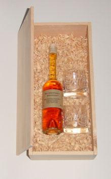 """200 ml Zirbenlikör + zwei Kristallgläser """"Zirbentröpferl"""", verpackt in einer Holzkiste aus Zirbenholz"""