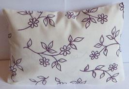"""Zirbenkissen 20 x 30 cm mit herausnehmbaren Innenvlieskissen """"Landhaus weiß-lila Blumen"""""""