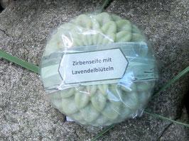 80 g Zirbenseife rund mit Lavendelblüten aus der Provence