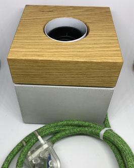 auf Lager: Tischleuchte aus Holz und Beton, Eiche und Kabel Bronte grün Baumwolle