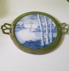 Serviertablett mit Landschaftsbild um 1910