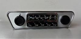 Blaupunkt Frankfurt mit Trapez Chromblende für Jaguar Fahrzeuge der 60er- 70er Jahre. Plus an Masse/ Chassis. Art.Nr.: 10059