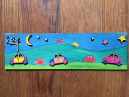 Bild aus Holz mit bunten Autos