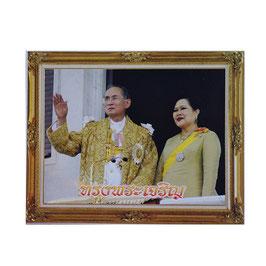 タイ 王室 ステッカー プミポン国王(ラーマ9世) シリキット王妃 御夫妻 写真肖像 Mサイズ typeD - タイ雑貨 アジアン 雑貨 スーツケース  旅行 グッズ -