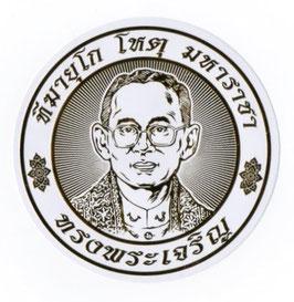 タイ 王室 ステッカー プミポン国王(ラーマ9世) 肖像 ゴールド丸型Mサイズ  1枚 【タイ雑貨 Thailand Sticker】