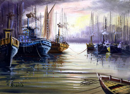 Barcos en el puerto un día gris